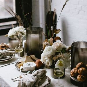 75 Thanksgiving Table Decoration Ideas - Easy Home Concepts #thanksgivingdecor #thanksgivingcenterpieces